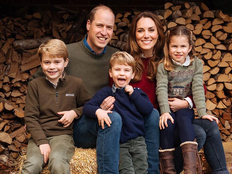 66106 Принц Уильям и Кейт Миддлтон, принц Чарльз и герцогиня Камилла представили рождественские открытки