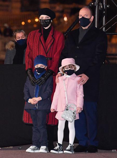 66485 Княгиня Шарлен и князь Альбер с детьми отпраздновали День святой Девоты