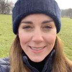 66547 Шапка с помпоном и пуховик: Кейт Миддлтон записала неформальное видеообращение