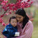 67021 Король и королева Бутана отметили первый день рождения младшего сына: новые фото