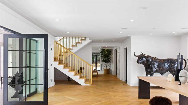 66997 В гостях у Рианны: экскурсия по новому дому певицы в Беверли-Хиллз за 14 миллионов долларов